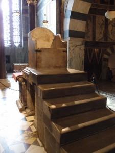 Der Thron im Aachener Dom
